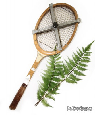 tennis-racket-old-school-vintage-interieur